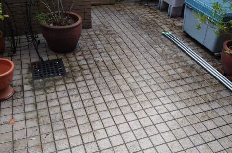 バルコニーのタイル清掃